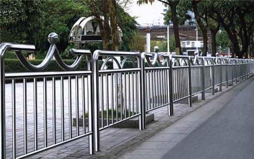 为什么现在不锈钢护栏如此受欢迎?