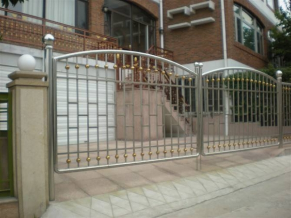 不锈钢栏杆如何节省成本
