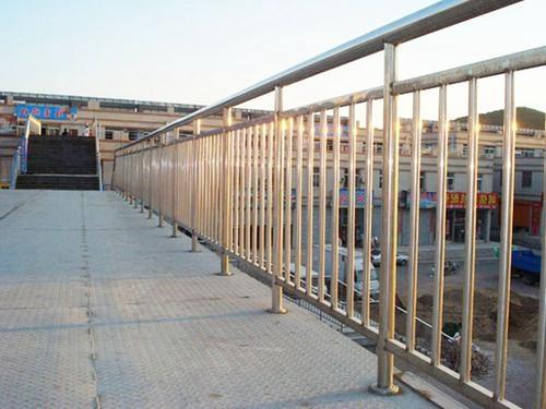 为什么选用不锈钢护栏?