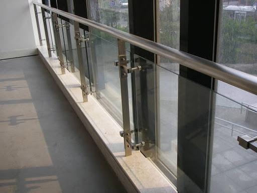 南宁不锈钢栏杆与铝合金栏杆有什么区别?