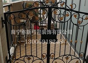 锌钢护栏和不锈钢护栏那个好?